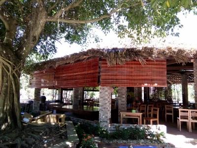 Mành tre che nắng tại nhà mái lá Thạch Thất